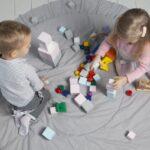 子ども 積み木 遊ぶ 家 2人